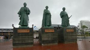 高知駅前銅像